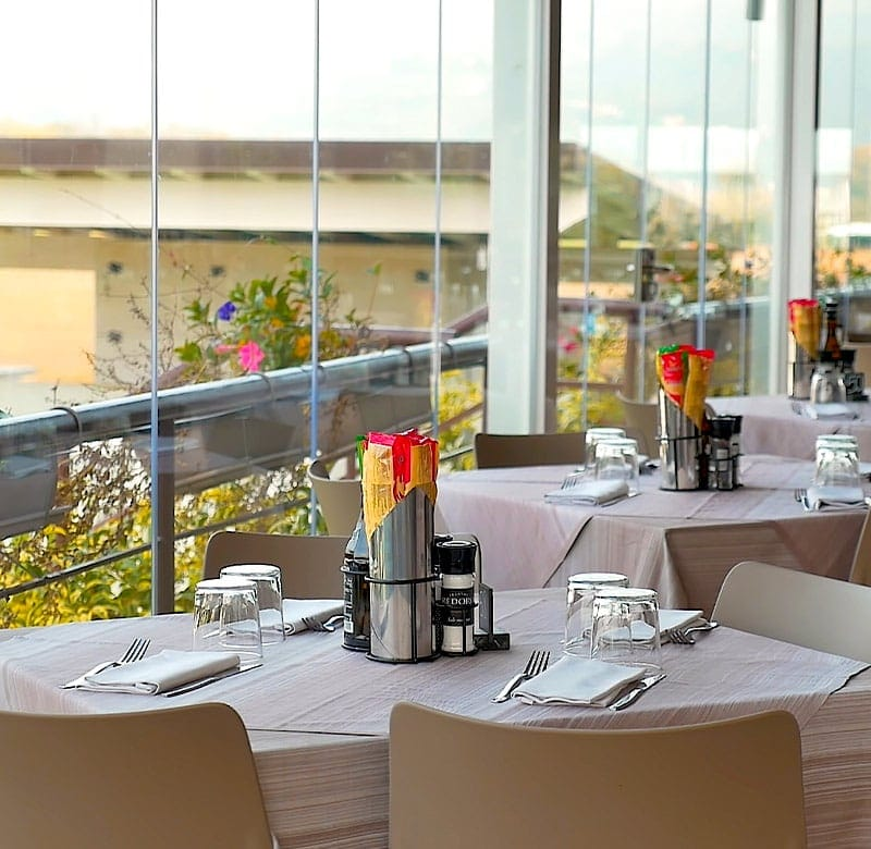 vetrate scorrevoli per bar, ristoranti e hotel