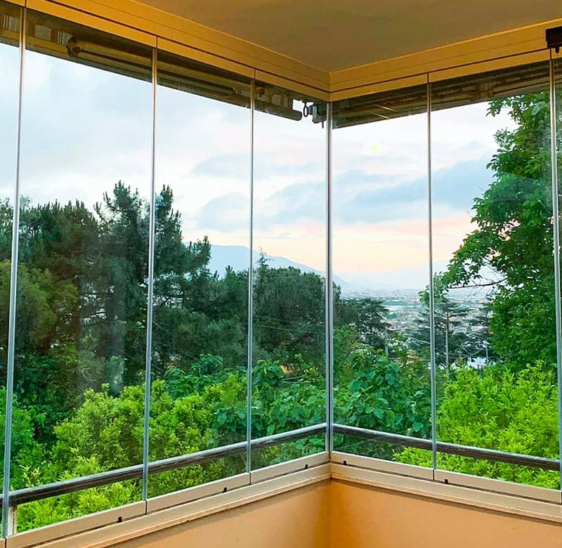 coperture scorrevoli in vetro per balconi